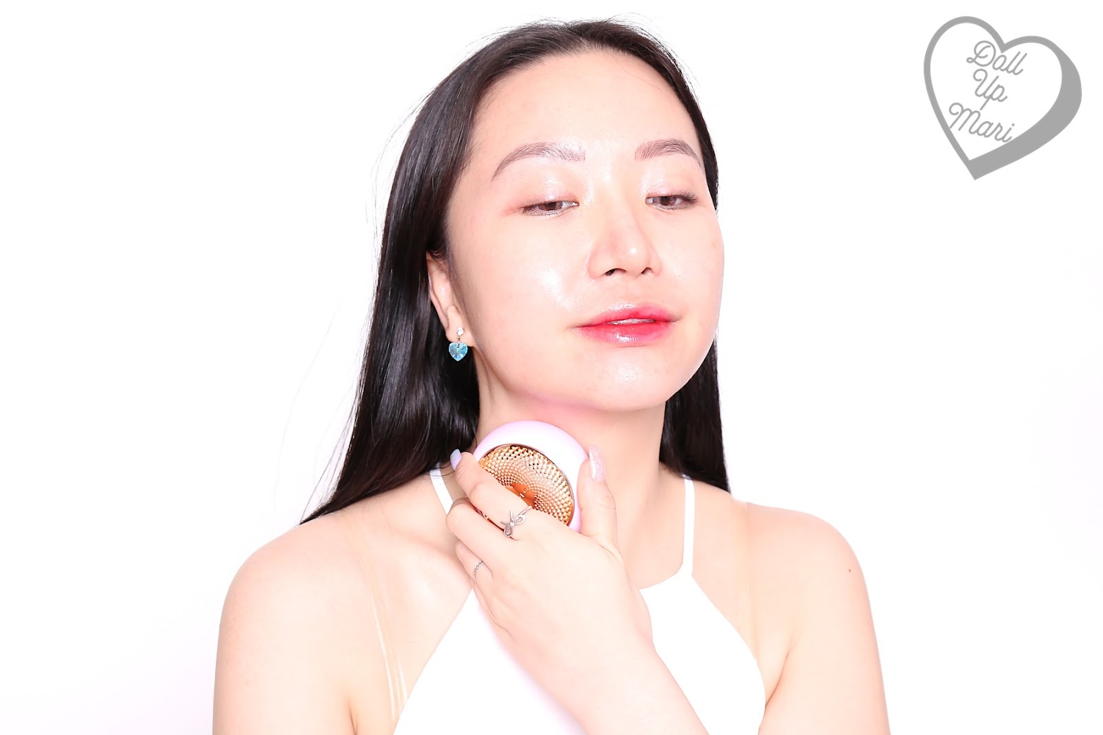 Using FOREO UFO Smart Mask Device on the neck area