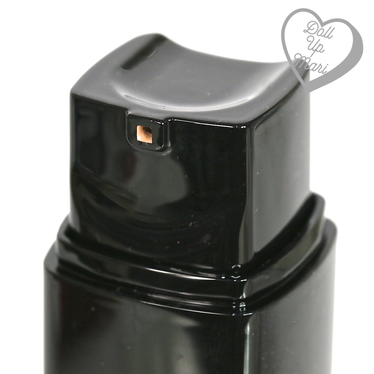 bottle nozzle of L'Oréal Paris Infallible 24HR Fresh Wear Liquid Foundation SPF25PA+++ in shade Ivory