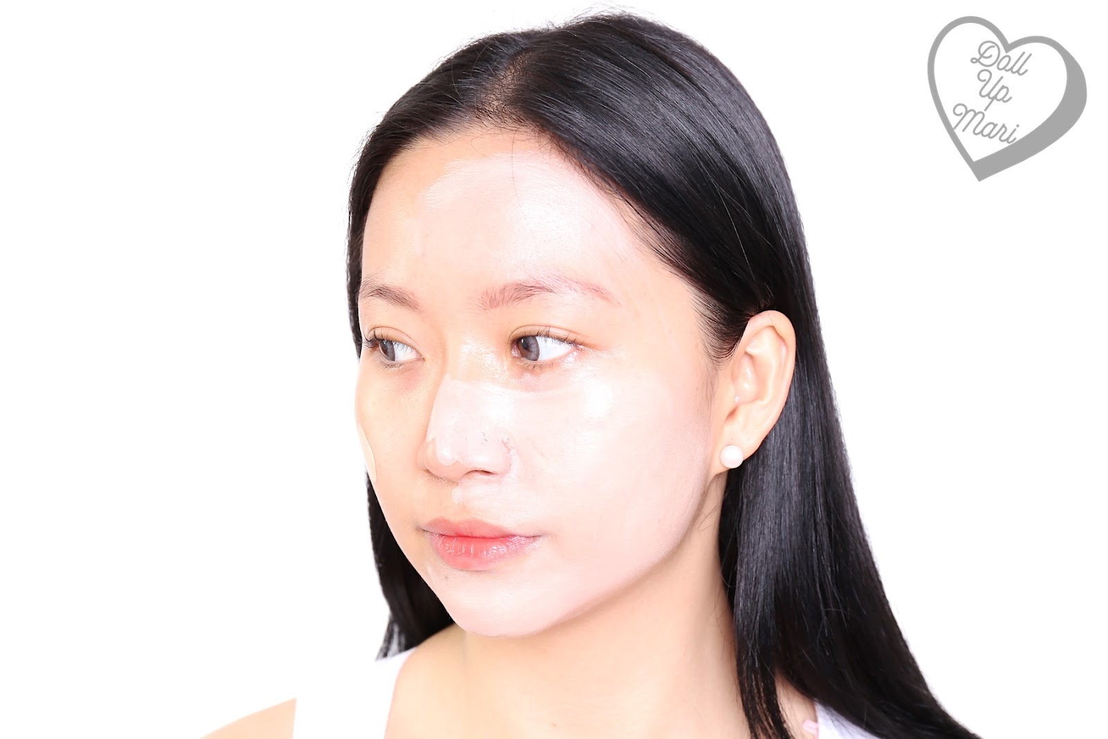 Wearing L'Oréal Paris Infallible 24HR Fresh Wear Liquid Foundation SPF25PA+++ in shade Ivory during blending
