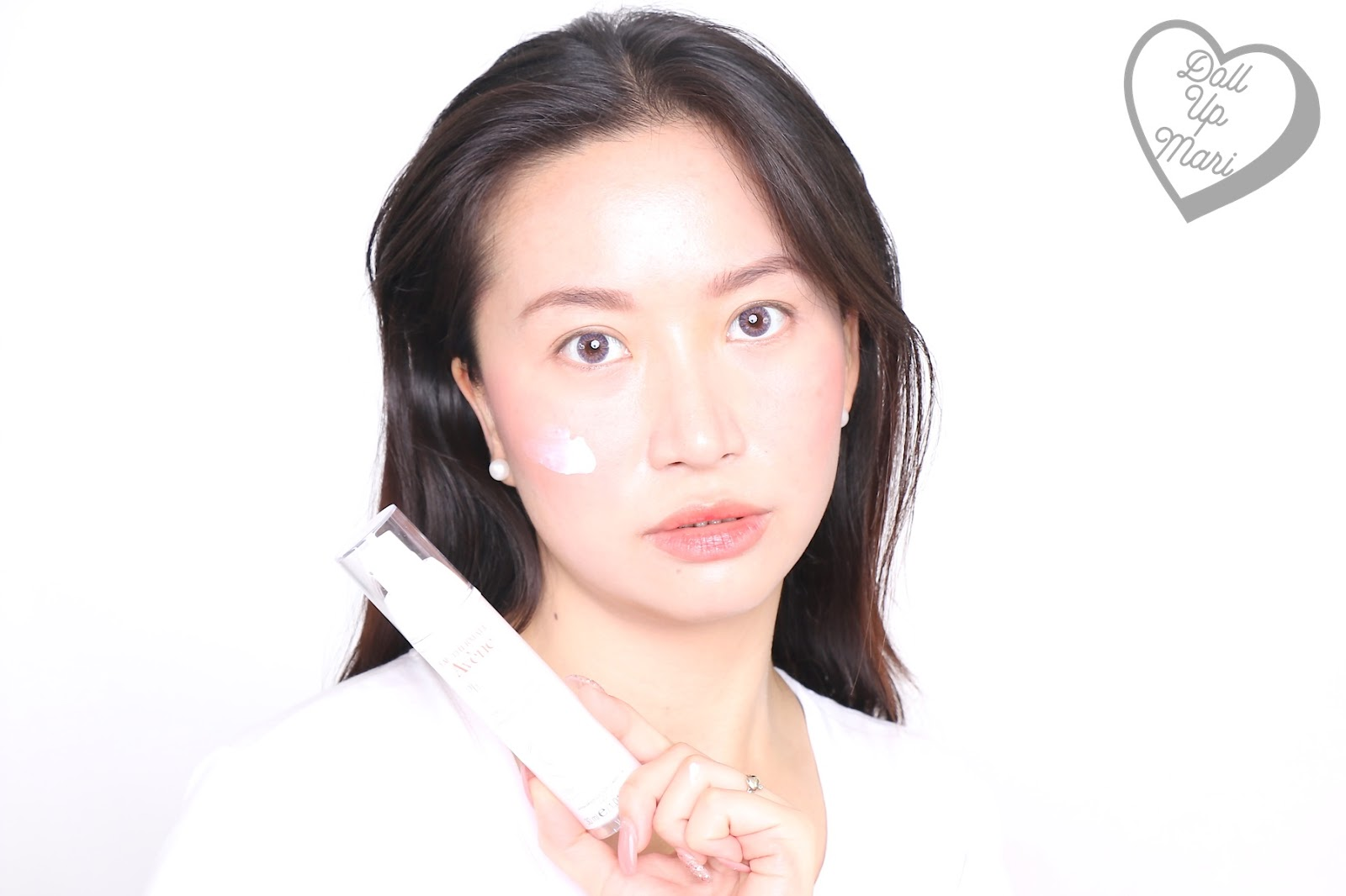 dollupmari posing with Avène PhysioLift Day Smoothing Emulsion