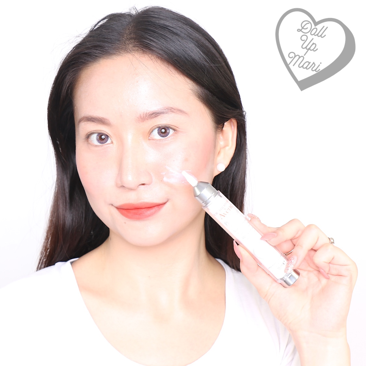 dollupmari posing with Avène PhysioLift Precision Wrinkle Filler