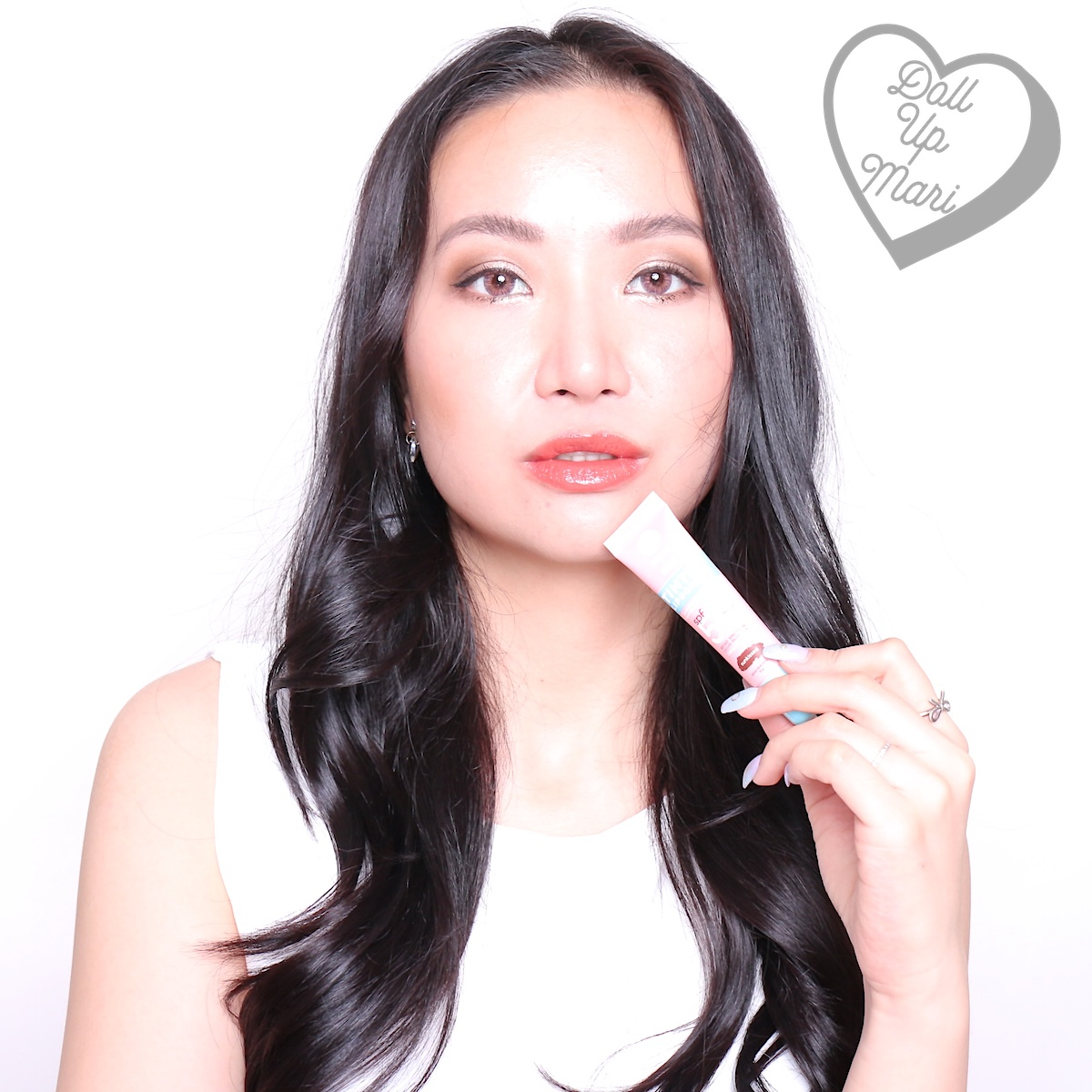 dollupmari wearing sunkissed shade of Fresh Sunglow by Mae Layug and Rei Germar Tinted Lipscreen SPF50PA+++